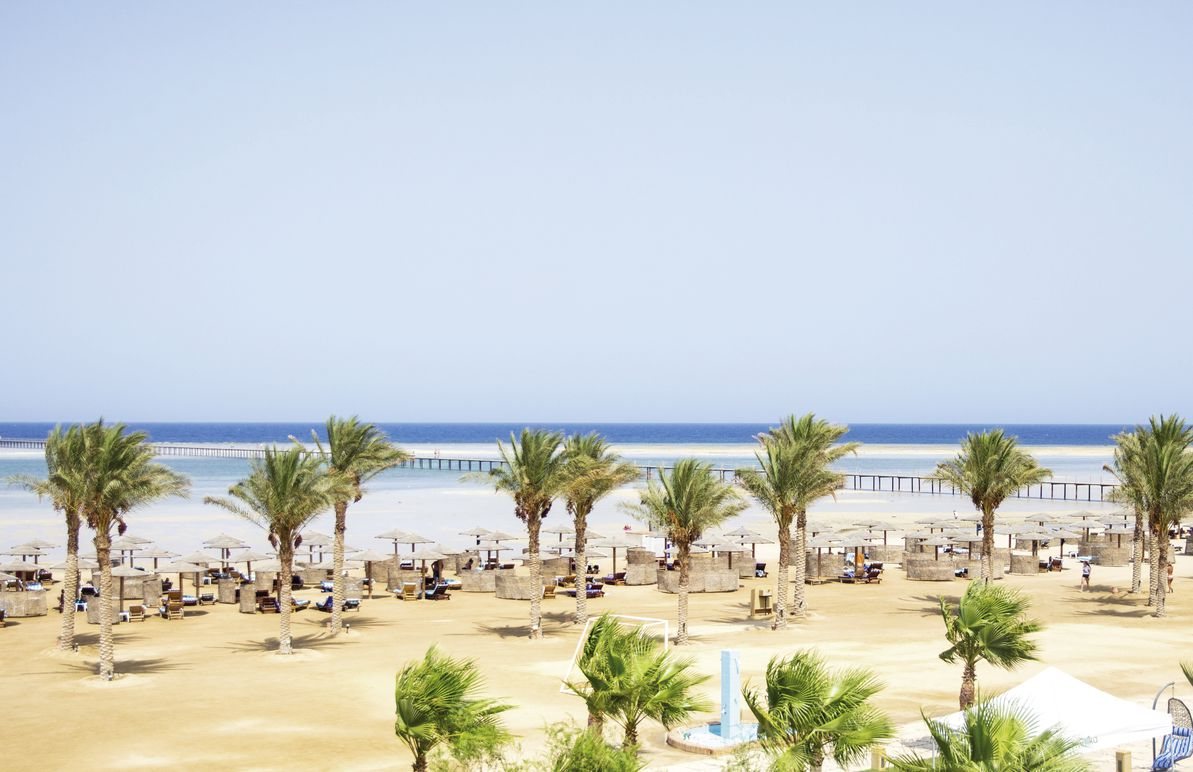 Strand an Ihrem 5* Hotel Royal Tulip Beach Resort