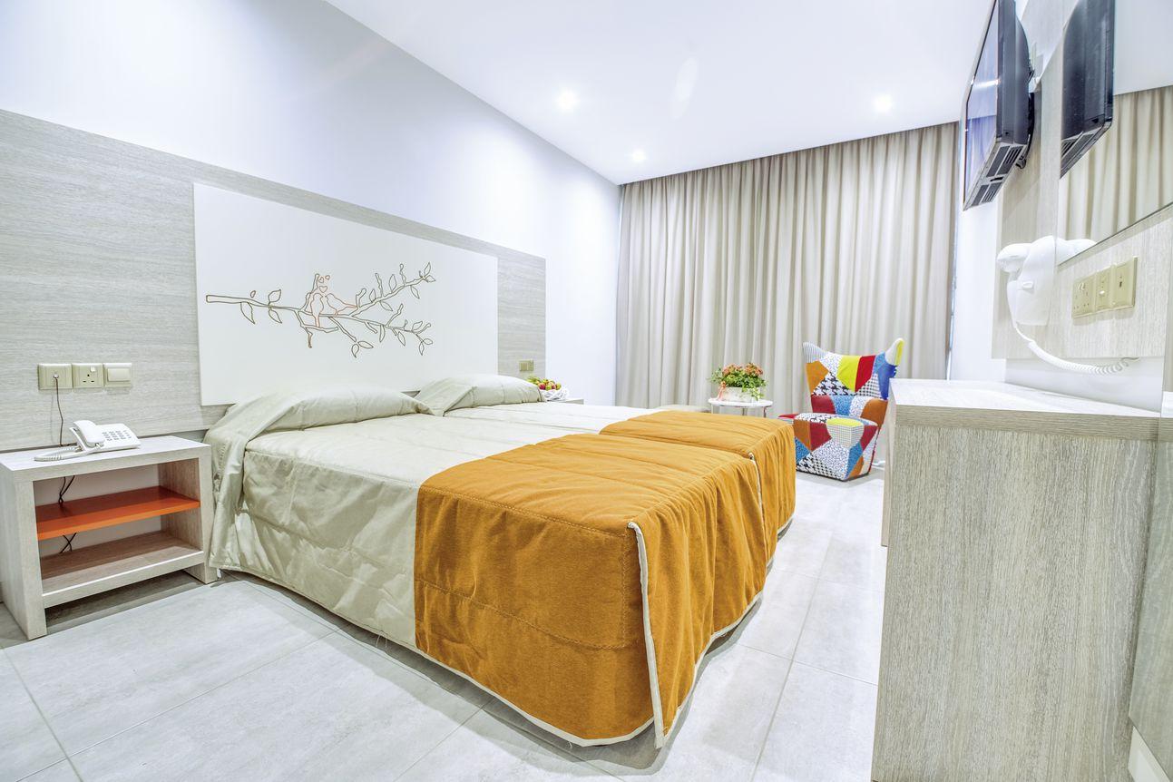 Nicholas Color Hotel - 3*