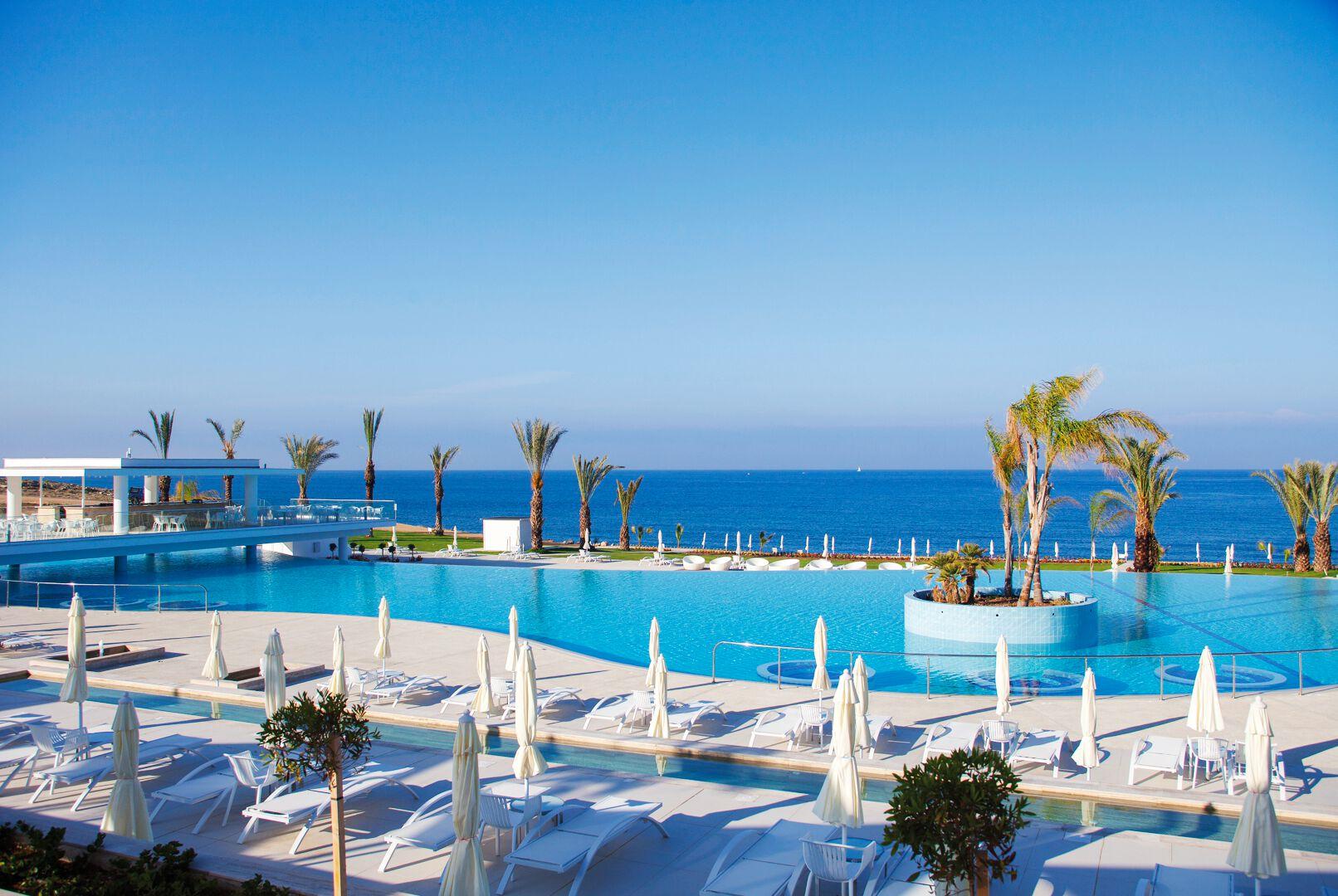 King Evelthon Beach Hotel & Resort - 5*