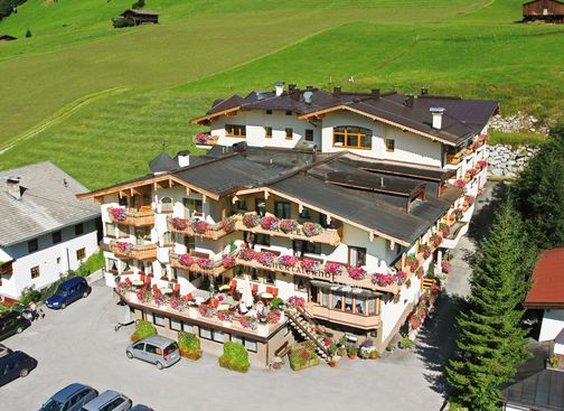 Aussenansicht vom 4* Hotel Innertalerhof