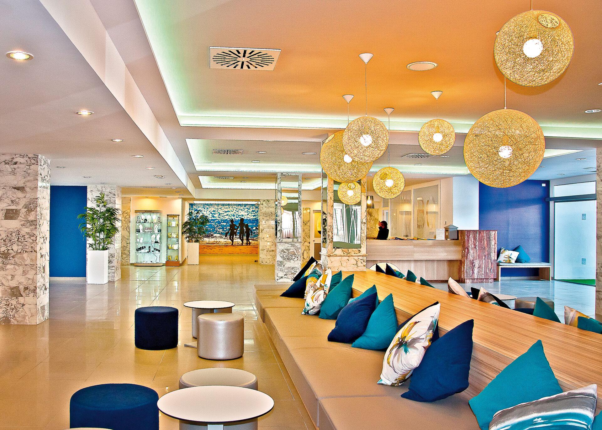 Lounge in Ihrem 4-Sterne Hotel BQ Delfin Azul