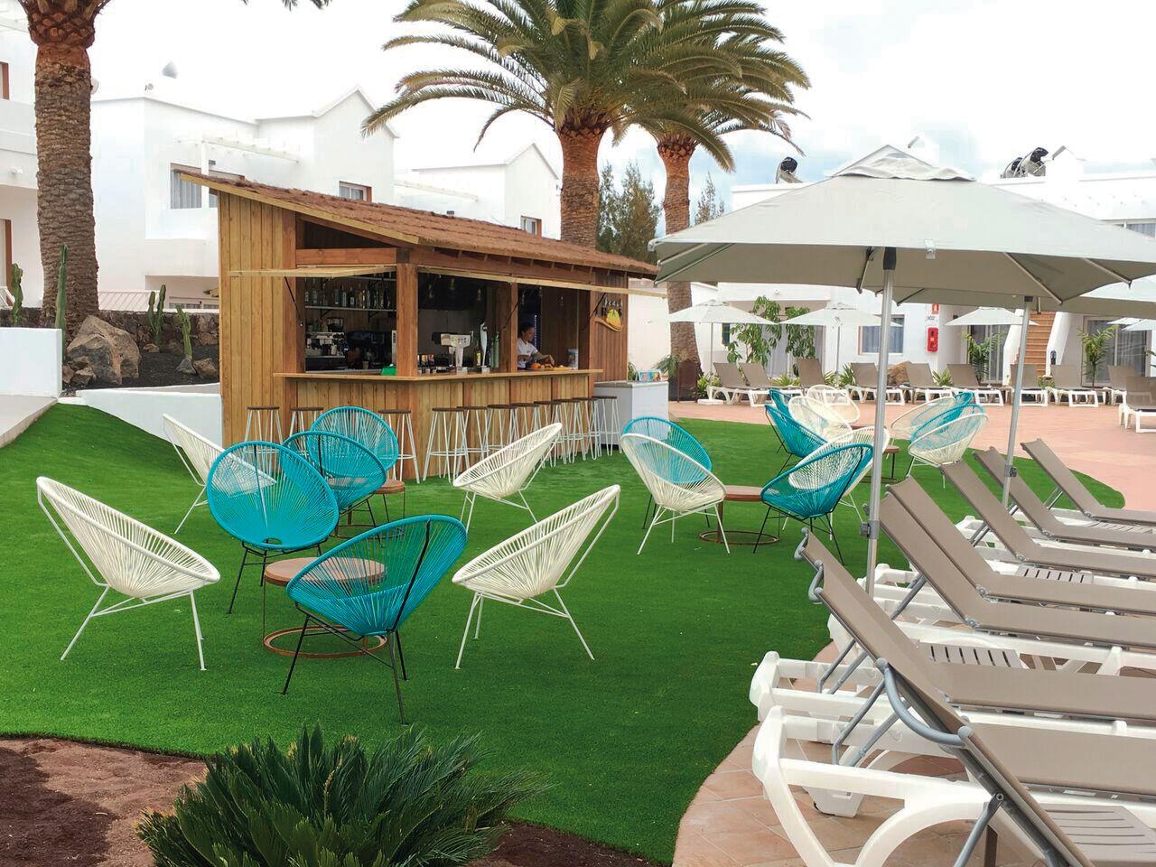 Poolbar in Ihrem 4-Sterne-Hotel LABRANDA Corralejo Village