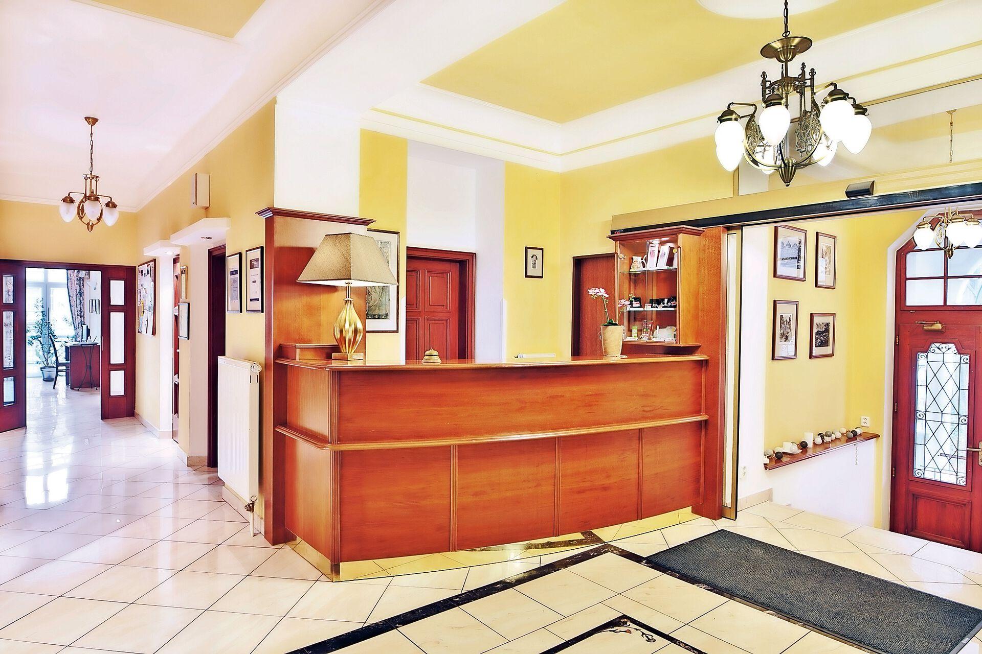 Rezeption in Ihrem 4 Sterne Villa Savoy Spa Park Hotel