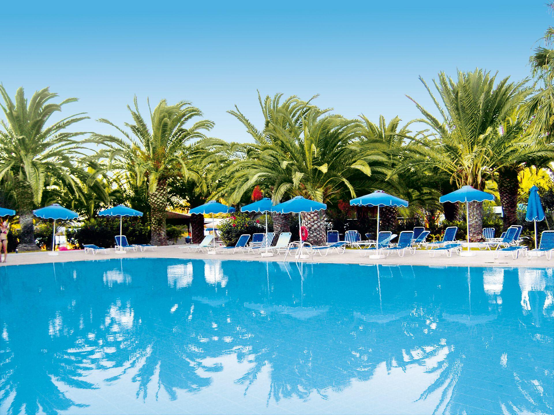 Ihre Außenpoolanlage in Ihrem 4-Sterne-Hotel Blue Horizon