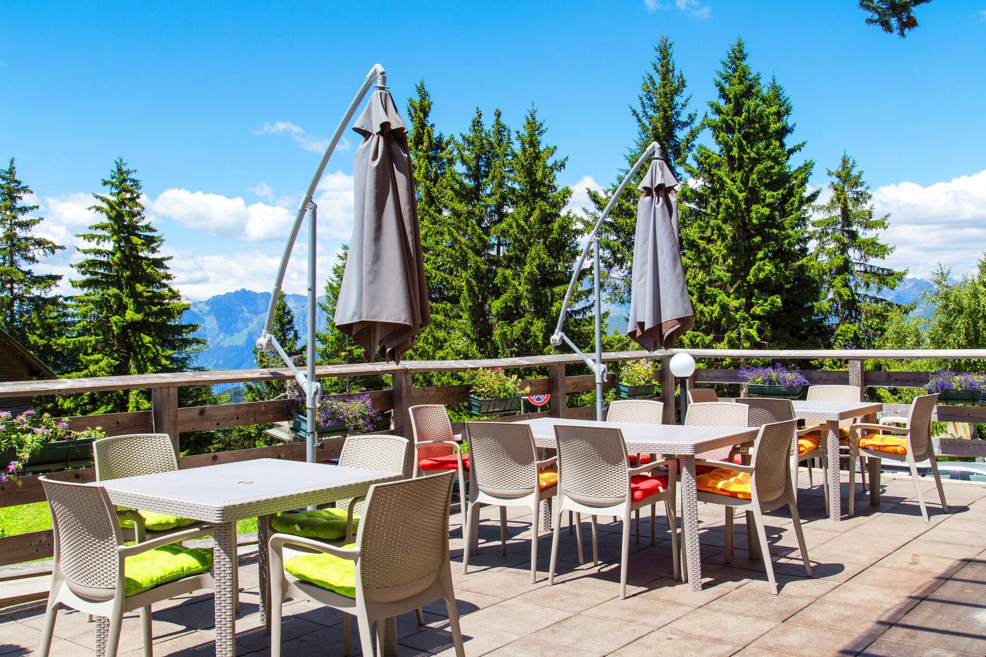 Sonnenterrasse in Ihrem 4-Sterne-Beispielhotel Alpine Mugon