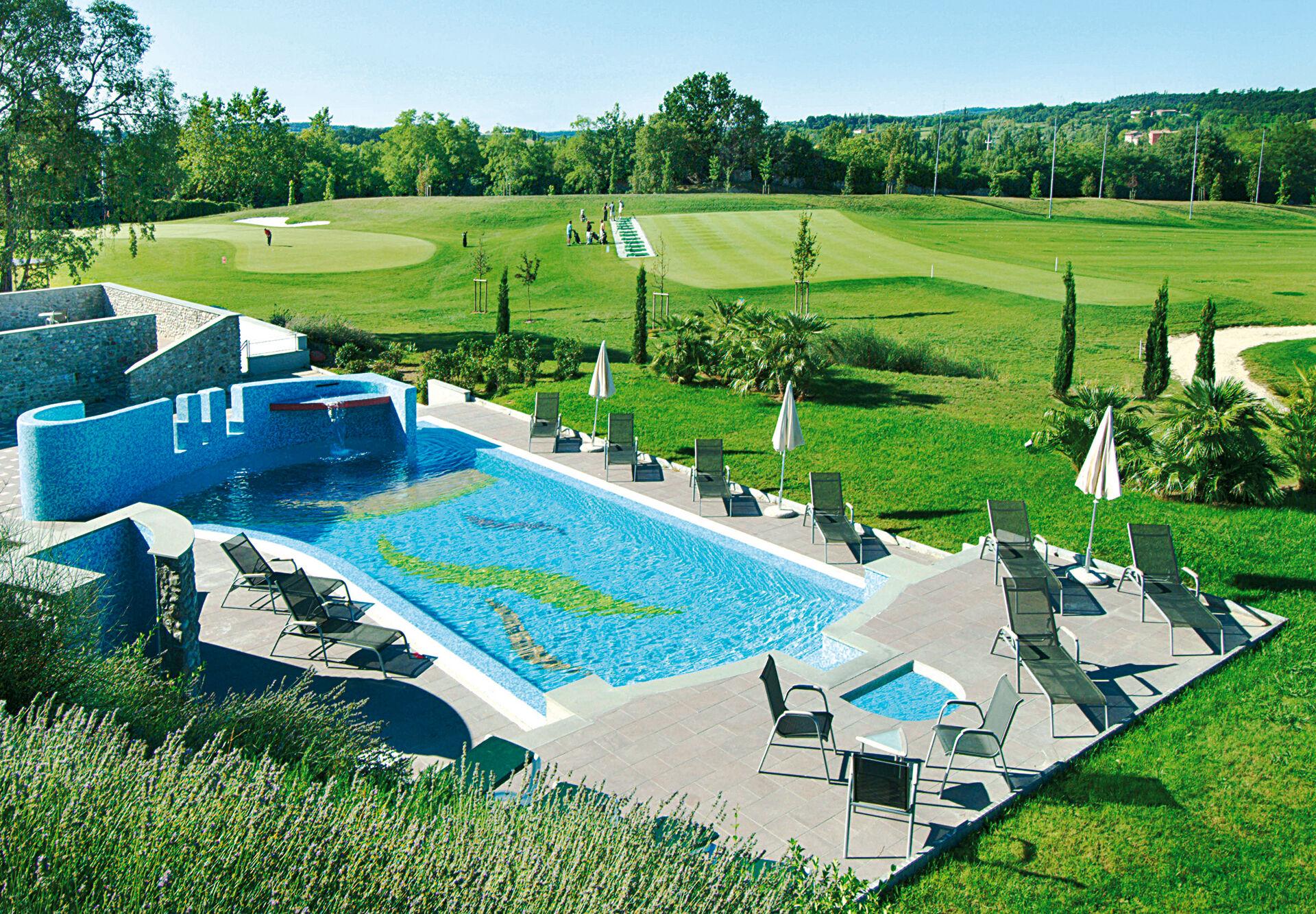 Pool und Golfplatz in Ihrem 4-Sterne-Active Hotel Paradiso & Golf